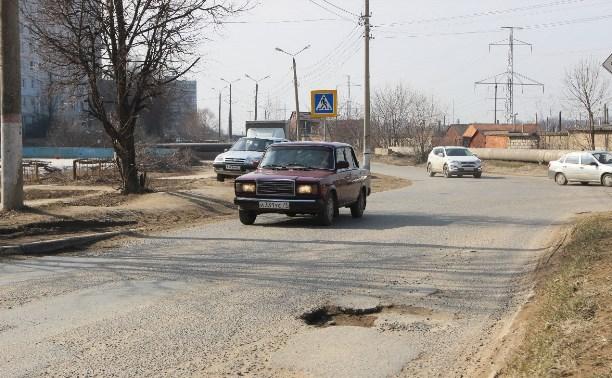 Ямы на дорогах в Туле ремонтируют литым асфальтом