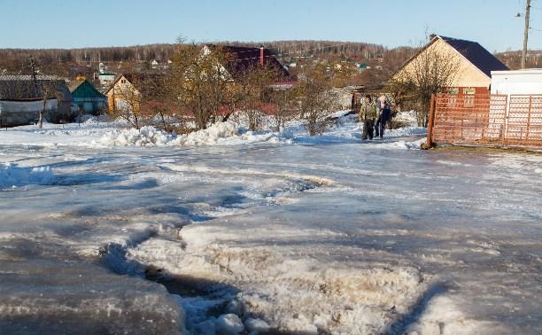 Жители поселка Барсуки жалуются на текущие по улицам нечистоты