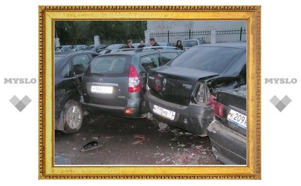 Renault с пьяной компанией «собрал» пять машин