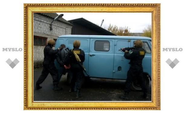 Двое сотрудников ФСКН похитили мужчину из ревности