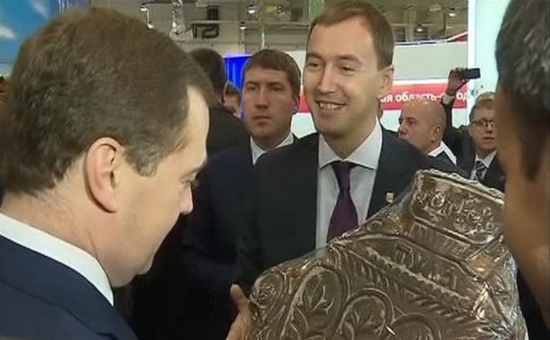 Туляки подарили Дмитрию Медведеву огромный пряник