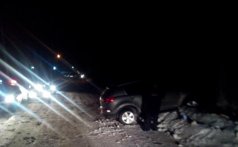 В Узловском районе автомобиль «Киа» врезался в дерево