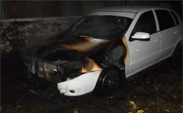 Ночью в Плавске неизвестные сожгли семь автомобилей