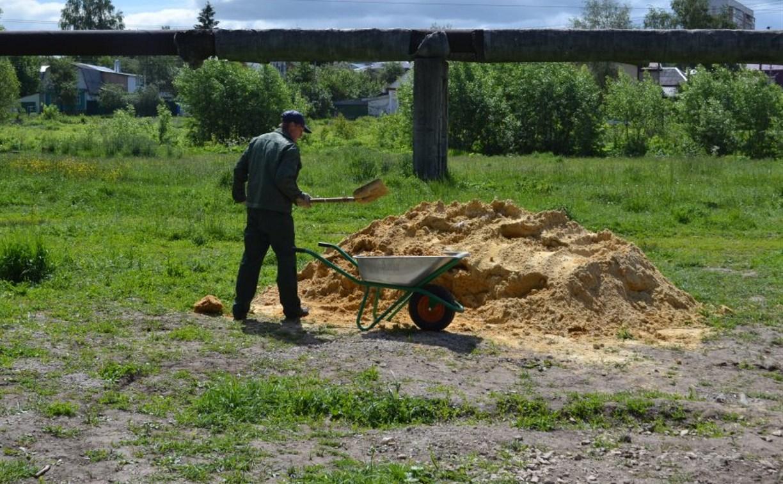 В Березовой роще благоустраивают площадку для выгула собак