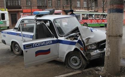 В Туле машина ДПС протаранила столб