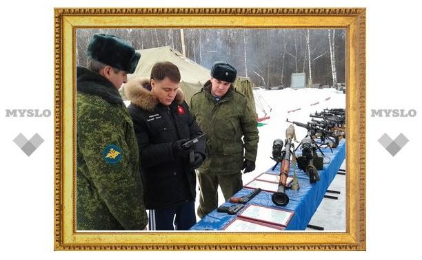 Члены правительства Тульской области прошли тренинг по стрельбе из оружия