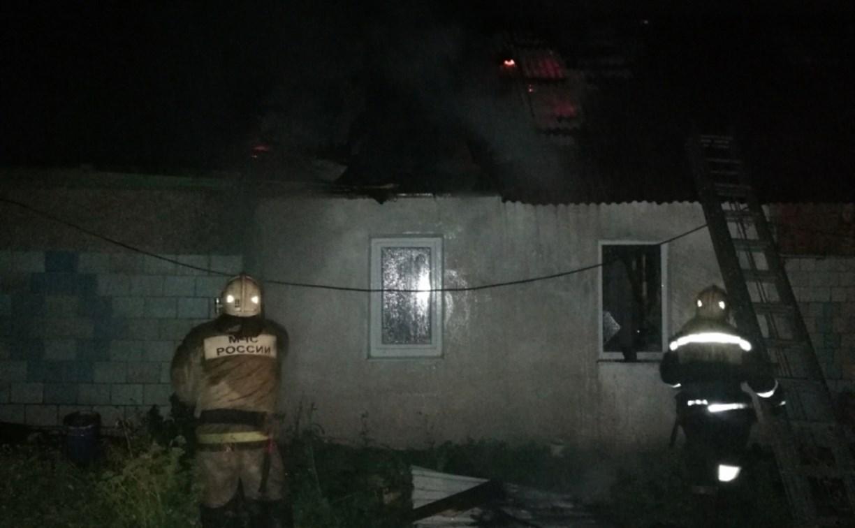 На ул. Нестерова в Туле загорелся дом: пожарные спасли мужчину