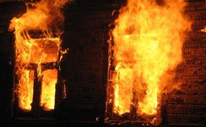 В Щекино ночью сгорел частный дом