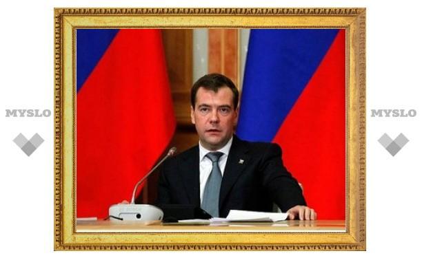 Медведев предложил официально разрешить удаленную работу