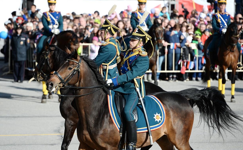 Особый подарок для туляков в честь Дня России: развод караулов Президентского полка