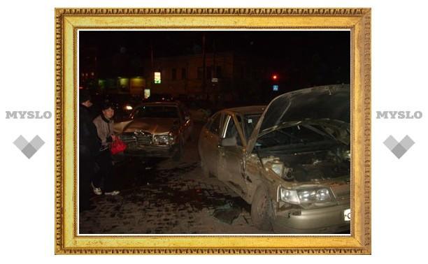 В центре Тулы столкнулись Mercedes и «двенашка»