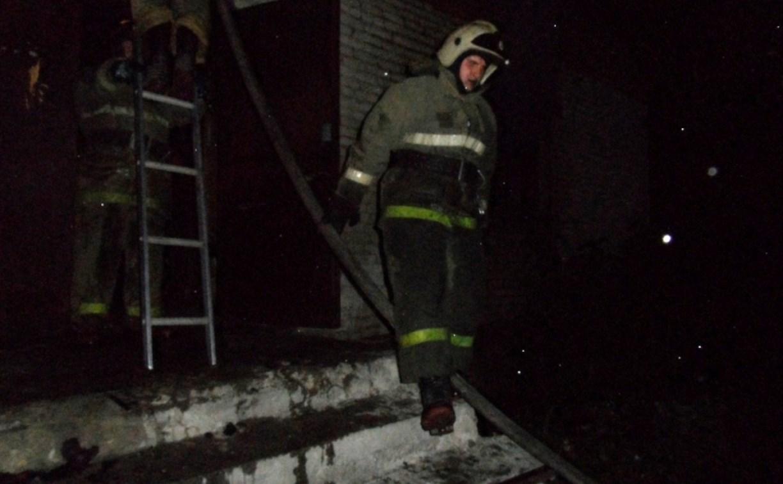 На улице Островского в ночном пожаре пострадал человек