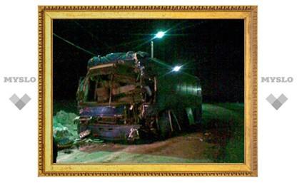 Пассажирам разбитого автобуса помогли выбраться сотрудники автозаправки