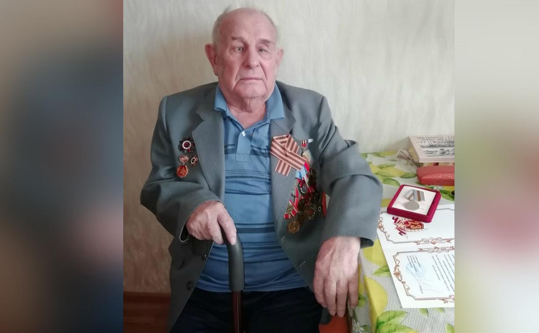 Эстафета благодарности: сотрудники «Полипласт Новомосковск» и «Оргсинтез» посетили ветерана Великой Отечественной войны