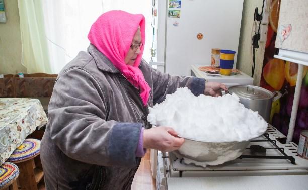 В деревне под Тулой месяц нет воды: пенсионеры топят снег