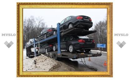 Автовоз с новенькими BMW съехал в кювет под Тулой