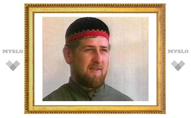 Свободный стиль одежды девушек играет на руку ваххабитам, считает Кадыров