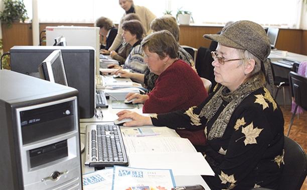 Пенсионеров научат платить за квартиру через интернет