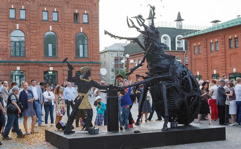 В Туле открыли скульптуру «блоха-киборг»