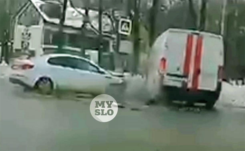Момент ДТП с участием авто газовой службы в Туле снял видеорегистратор