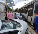 В центре Тулы трамвай снес Ford Focus