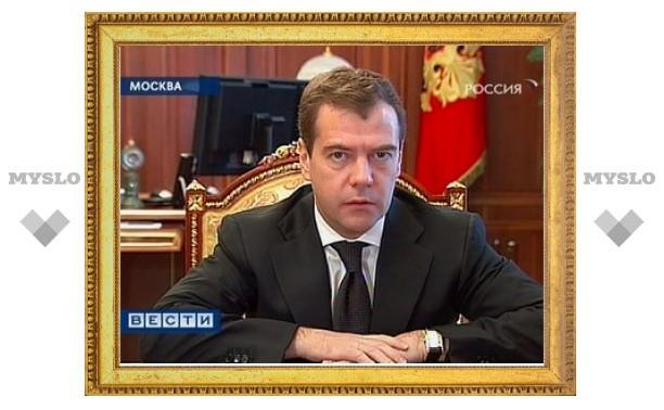Медведев пригрозил отправить чиновников на дорожные работы