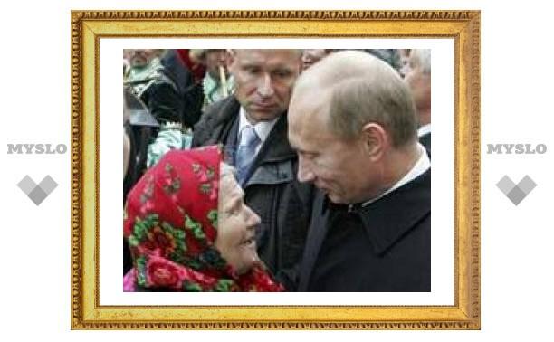 Путин поручил с декабря повысить пенсии на 300 рублей
