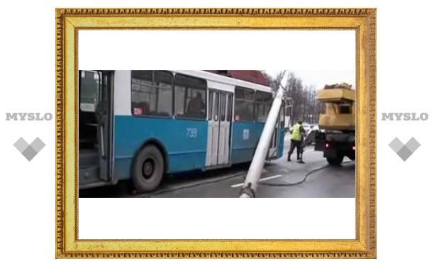 Серьезная авария тульского троллейбуса