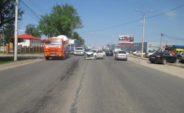 На Новомосковском шоссе водитель «Фольксвагена» устроила тройное ДТП