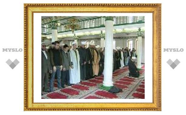 Мусульмане молятся о упокоении душ погибших в борьбе с нацистами