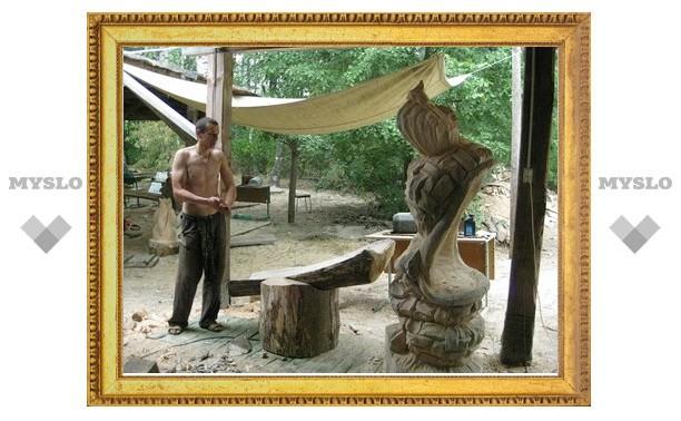 Туляк выпилил статую из рязанского бревна