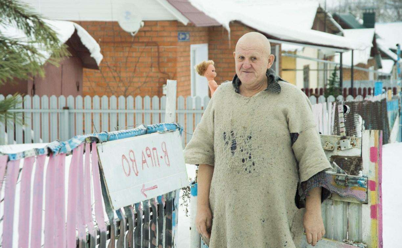 Житель Киреевска построил «матерный» дом, красит ногти и прославляет Еву