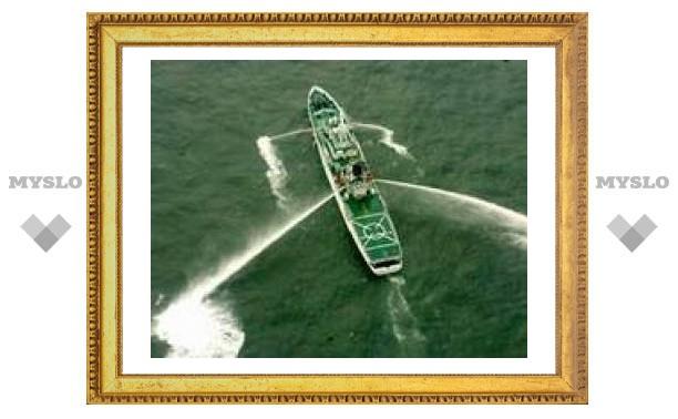 В Желтом море танкер столкнулся с краном - в море вылилось около 15 тысяч тонн нефти