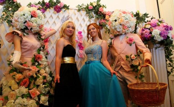 Городской бал медалистов в Туле: красота, молодость и безудержные танцы