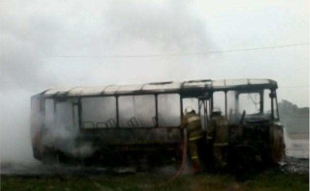В Щёкинском районе сгорел автобус