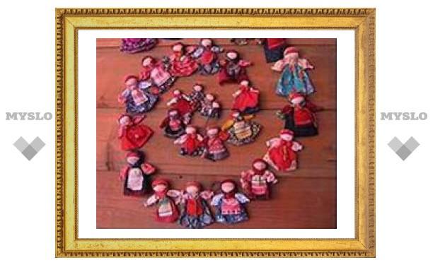 Тульские куклы уехали в Москву