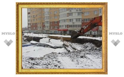 В Туле рядом с 10-этажкой, где живет глава областного МЧС, обрушился грунт