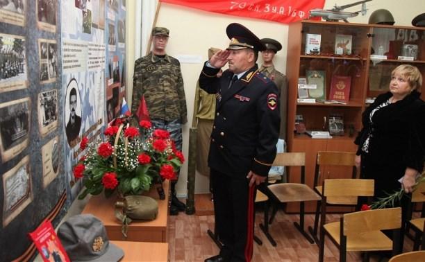 В гимназии №20 открыли уголок памяти сотрудника ОМОН Анатолия Григорьева
