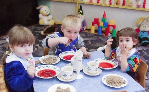 Павел Астахов предложил ставить вокруг детсадов глухие заборы
