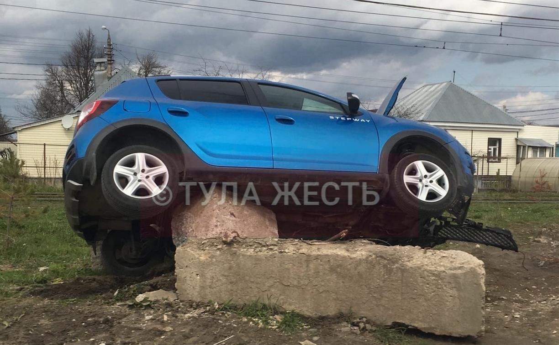 Прерванный полёт: в Мясново Renault Sandero налетел на бетонный блок