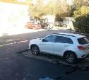 Благоустройство по-тульски: Новый асфальт уложили вокруг припаркованного авто