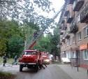Тульские пожарные спасли человека из горящей квартиры на улице Кутузова в Туле