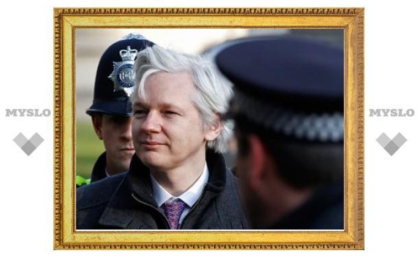 Великобритания экстрадирует Джулиана Ассанжа в Швецию
