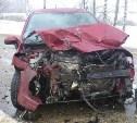 Водитель «Пежо» пострадала в лобовом столкновении с «Мицубиси»