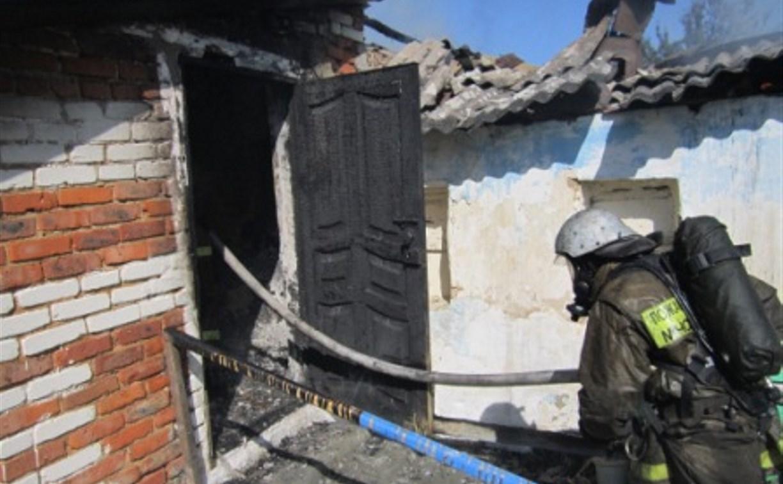 В Ефремове сгорели дом и сарай