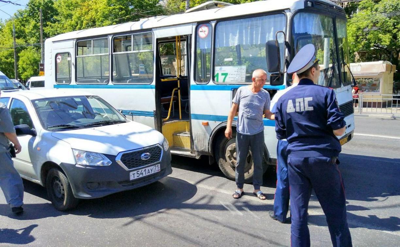 В Туле проспект Ленина стоит в пробке из-за двух ДТП