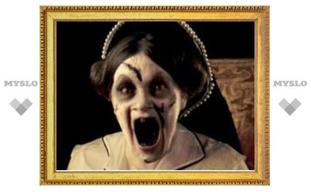 Британцы запретили рекламу с королевой-зомби