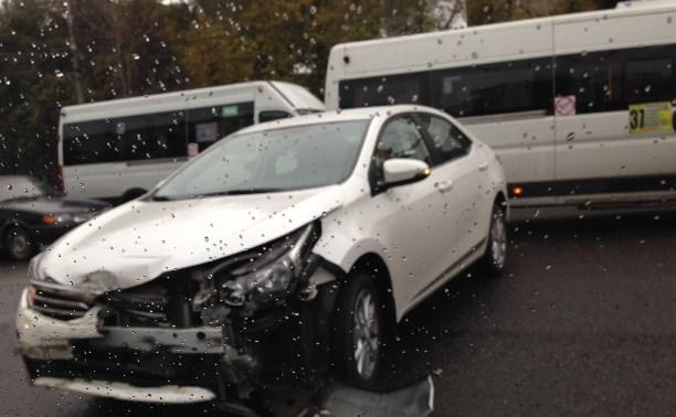 На проспекте Ленина из-за аварии образовалась автомобильная пробка