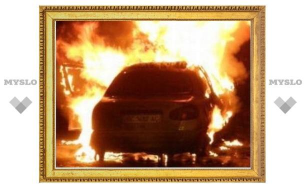 В Туле после столкновения загорелась легковушка