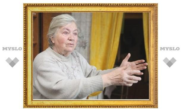 В Туле будут судить бабушку, упавшую на иномарку и повредившую ее